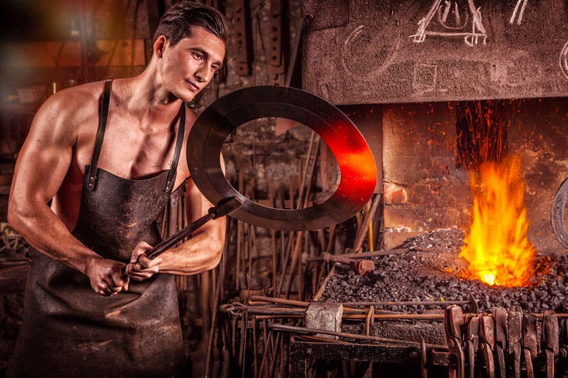 blacksmith-2740128_1920.800x0-crop.jpg