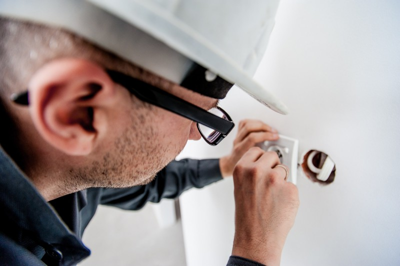 electrician-1080554_1920.800x0-crop.jpg